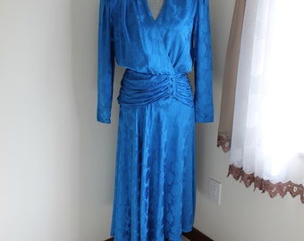 Blue Silk Dress by Adrianna Papell Size 8 Drape Ruched  Hip Long Sleeve