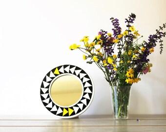 Round Mirror, black and white arrows geometric pattern, hand painted plywood frame, frame diameter 24 cm, mirror dameter 14 cm