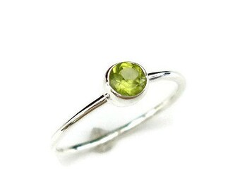Peridot Stacking Ring, August Birthstone Jewellery, Peridot Ring, Dainty Simple Stone Stacking Ring,Dainty Gemstone Ring,Mistry Gems, R21P