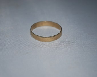 10 KT gold band ring size 10.5