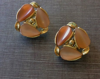 Mid Century Peach Brown Thermoset Moonglow Clip on Earrings