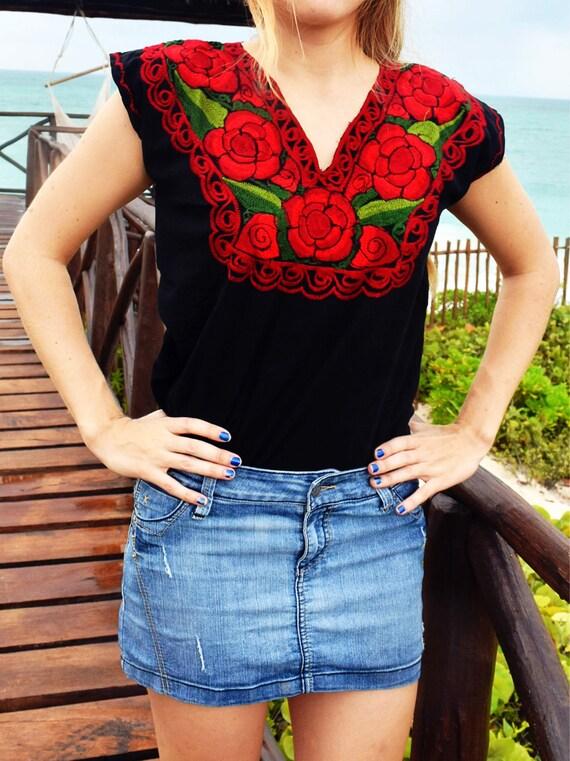 blusa mexicana color negro flores bordada a mano flores