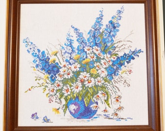 "Handmade cross-stitch pattern ""Daisies in a blue vase"""