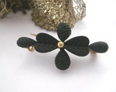 Elegant Antique french victorian black mourning brooch pin with gold pin