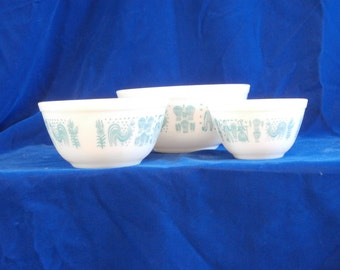 Pyrex Turquoise Butterprint Nesting Bowls - Set of 3 Mixing Bowls