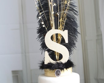 Initial / Letter Gatsby black and gold feather cake topper