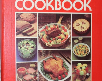 1979 Betty Crocker Ring Bound Cookbook -- Second Printing 1979 -- 1500 Recipes / 200+ Photos
