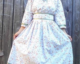 Vintage 70s Paisley dress/ Floral Hippie Prairie // Boho Festival // Romantic dress // Summer prairie dress// S M