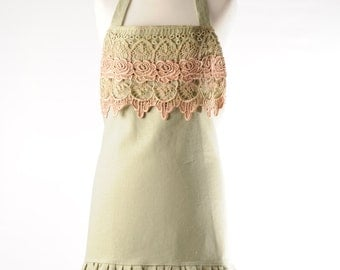 linen and lace apron. apple green linen and lace apron. rose lace apron. vintage lace apron.