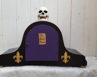 Beautiful unique diorama/ shadow box, with Shakespeare and skull theme