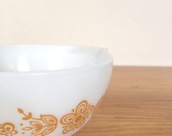 Pyrex Butterfly Gold Cinderella Mixing Bowl