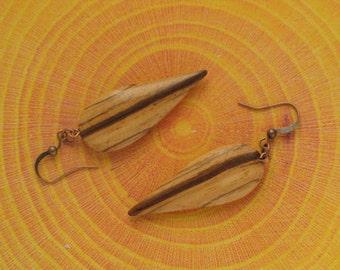 Earring pendant in zebrano.