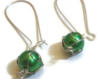 Green wire-wrapped Christmas ball earrings - Christmas ornament earrings - Christmas earrings - Christmas jewelry - holiday earrings -