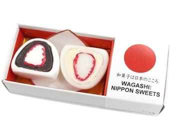 """Japan Sweets magnet """"Strawberry Daifuku""""  MGW005498 2 piece"""