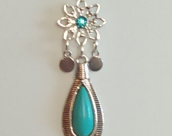18in Silvertone flower and turquoise drop necklace