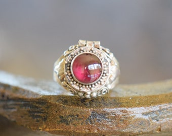 Red Wine Gemstone Vintage Poison / Treasure / Locket Ring, 925 Silver, US Size 4.75, Used