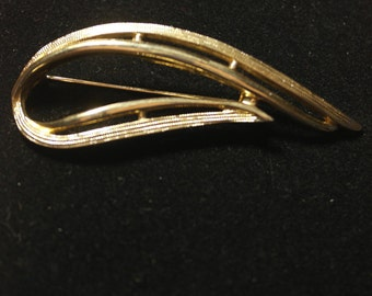 Vintage Gold Tone Brooch signed Sarah Coventry