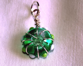 Lampwork pendant or keyring - Wire wrapped - green and white glass - SRA