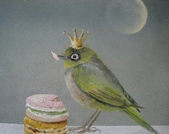 The green bird with two macaroons