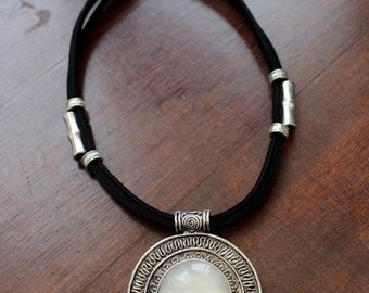 Short necklace MEDALLION