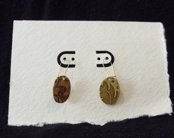 Etched oval leaf earrings