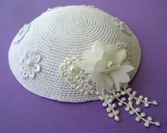 Kippot / White and Elegant