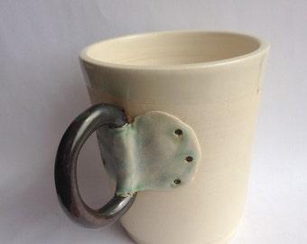 Ceramic pottery mug with handle