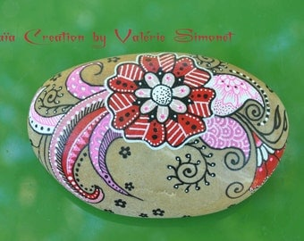 Roller hand - painted pink and red, flower style mendhi / Hand painted pebble - Pink and red flower, mendhi style