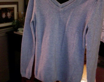 Old Navy grey v neck pullover sweater