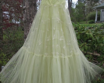 Vintage 1950s Prom Dress/ Bridesmaid Dress - Long Yellow Embroidered Tulle - Strapless Prom Dress