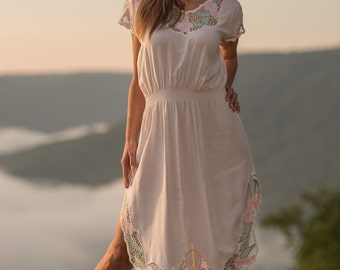 Vintage White Floral Netted Pocahontas Dress (Size Small/Medium)