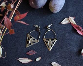 Crystal Earrings, Healing Crystals, Geometric Jewelry, Antique Brass Earrings, Raw Crystal, Boho Jewelry, Raw Quartz, Norwegian Wood