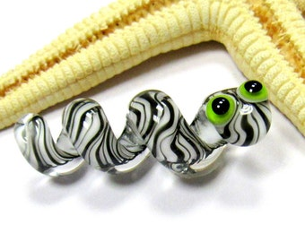 SMAUGGS handmade snake (1p, 40mm x 12mm), glass, black, white, hole 4mm