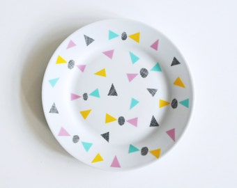 Bows and triangles breakfast plate