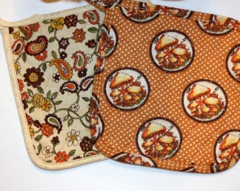 Vintage Quilted Pot Holders, Set of 2 Pot Holders, Kitsch Kitchen, Unused Pot Holders, Pair of Pot Holders, Retro Hot Pad, Vintage MUSHROOM