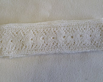 LA015 ~ Vintage trim Off white Flat lace Finished ends and sides Cream crocheted