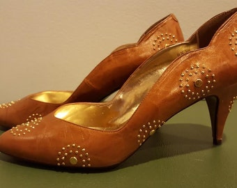 1980s Pumps - 80s Brown Leather Pumps - 80s high heels - Studded details - size 8 1/2 - Vintage high heels - Starburst