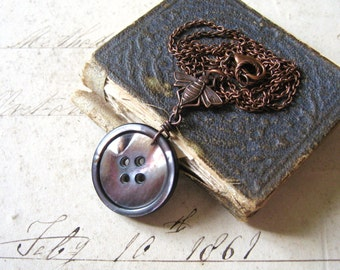 Button and Bee - Antique Shell Button with Bee Copper Chain Handmade Necklace - Gift Box