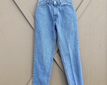 80s/90s vintage Levi's 512 High Waist Slim Fit Tapered leg Jeans