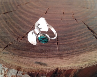 Turquoise bow ring - size 6 1/2