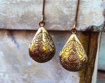 Vintage Style Brass Locket Earrings Engraved floral Design Lockets Long Earwires Photo Locket Antique Brass