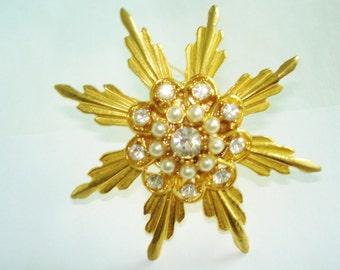 Clear Rhinestone Pearl Brooch Gold Tone