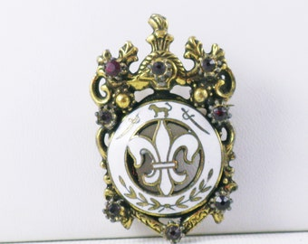 Vintage Brass Plated White Enamel Red Rhinestone Fleur di Lis French Royalty Brooch Pin (B-1-6)