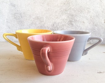 Set of 3 Homer Laughlin Harlequin cups in yellow coral gray, Modernist Art Deco coffee tea cup, geometric Fiesta ware cup Harlequin pastel