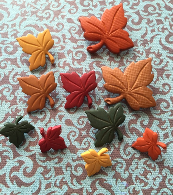 "Leaf Buttons, Packaged Novelty Buttons Assorted Sizes ""Autumn Leaves"" by Dress It Up Jesse James Fall Inspirations Collection"