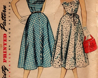 1950s Dress with Sweetheart Neckline - Vintage Pattern Simplicity 4661 - Bust 33
