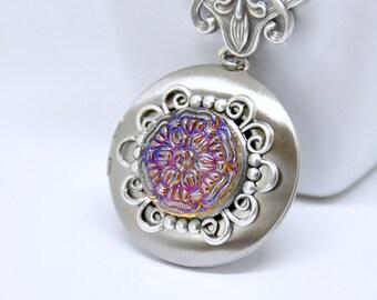 Czech Button Locket Necklace, Antique Silver Locket, Czech Glass Necklace, Flower Button Necklace, Floral Necklace, Filigree Locket Blue Red