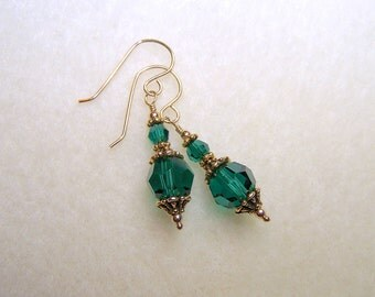 Emerald Green Earrings for Women May Birthstone Jewelry Green Crystal Gold Dangle Earings Green Drop Crystal Jewlery Small Gift Ideas