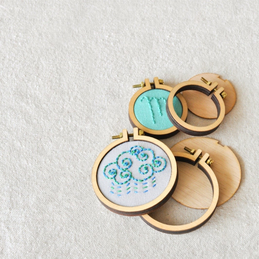 Mini embroidery hoops small jewelry charm dollhouse