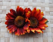 Beautiful double sunflower hair clip in orange and red on green leaves rockabilly vintage 50s hairflower hairpiece bridal bride wedding